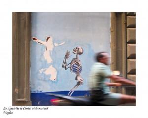 Le squelette le Christ et le motard<br /><br /><br /><br /><br /><br />Naples