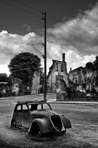 loic-guston-Oradour-sur-Glane-voiture